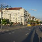 street-low-light-budapest-sony-fe-35